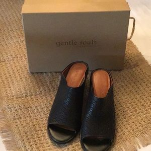 Gentle Souls By Kenneth Cole Shoes size 9